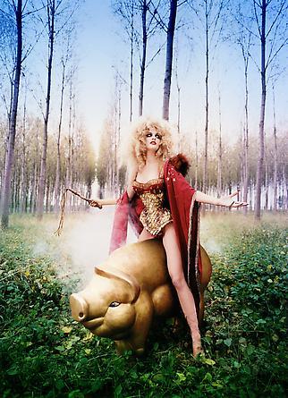 """""""Truffle Hunt"""". ©David LaChapelle. Más sobre su trabajo en http://www.davidlachapelle.com/"""